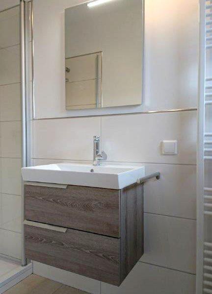 Nachher – Waschbecken mit Unterschrank