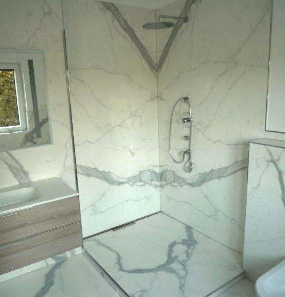 Nachher – Marmor-Fliesen im Badezimmer